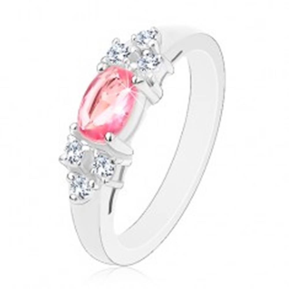 Šperky eshop Ligotavý prsteň v striebornom odtieni, ružovo-číra zirkónová mašlička - Veľkosť: 50 mm