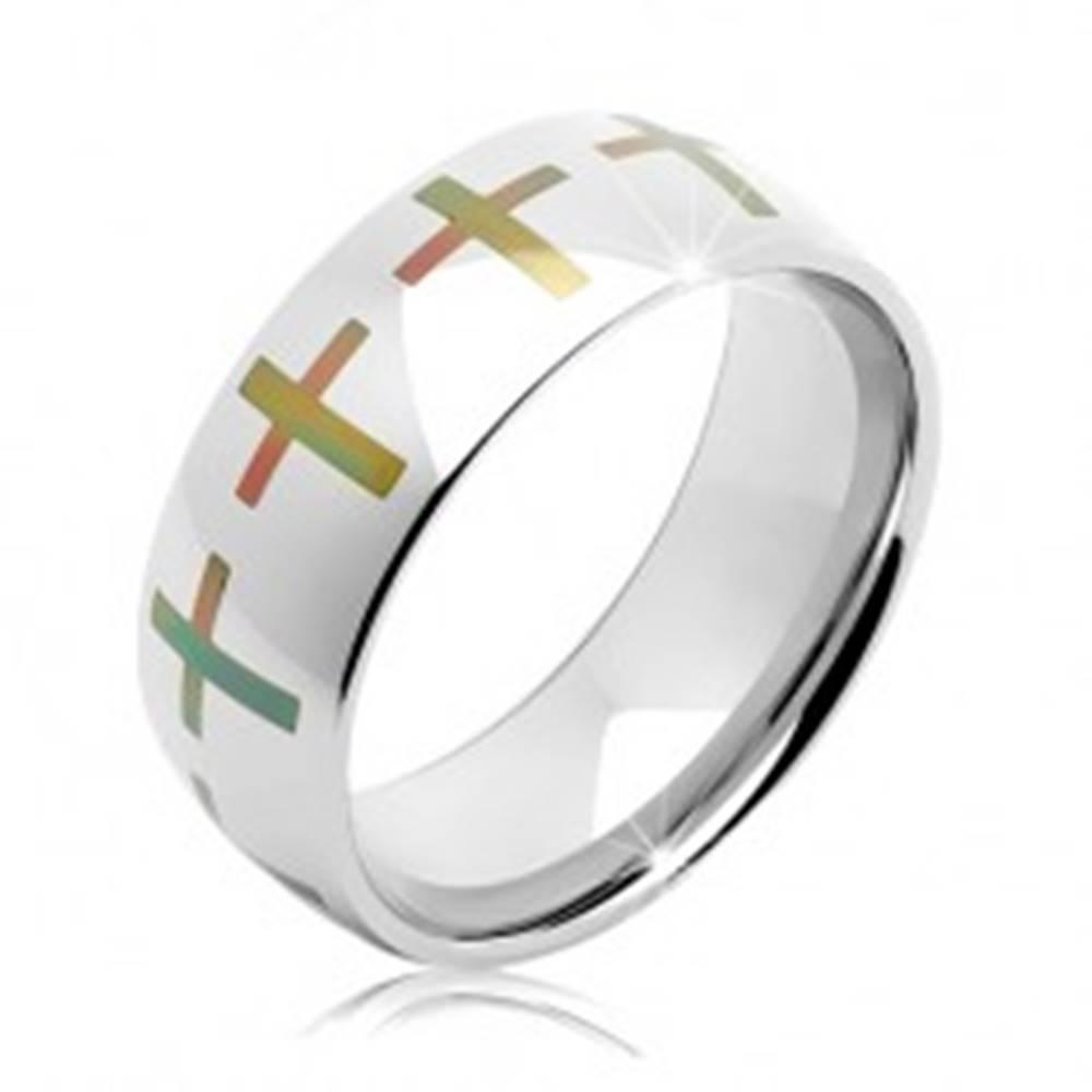 Šperky eshop Obrúčka z chirurgickej ocele striebornej farby, farebné kríže po obvode, 8 mm - Veľkosť: 60 mm