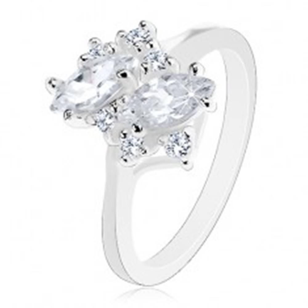Šperky eshop Prsteň s lesklými ramenami, striebristý odtieň, okrúhle a zrnkové číre zirkóny - Veľkosť: 57 mm