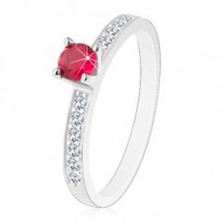 Strieborný 925 prsteň - vykladané trblietavé ramená, ružovo-červený zirkón - Veľkosť: 49 mm