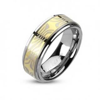 Tungstenový prsteň s pruhom zlatej farby a zebrovým motívom - Veľkosť: 49 mm