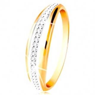Zlatý 14K prsteň - vypuklý pás s líniou bieleho zlata a čírych zirkónov - Veľkosť: 49 mm