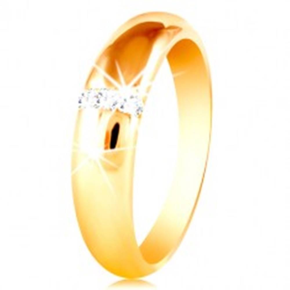 Šperky eshop Obrúčka v žltom 14K zlate so zaobleným povrchom a zvislou líniou zirkónov - Veľkosť: 48 mm