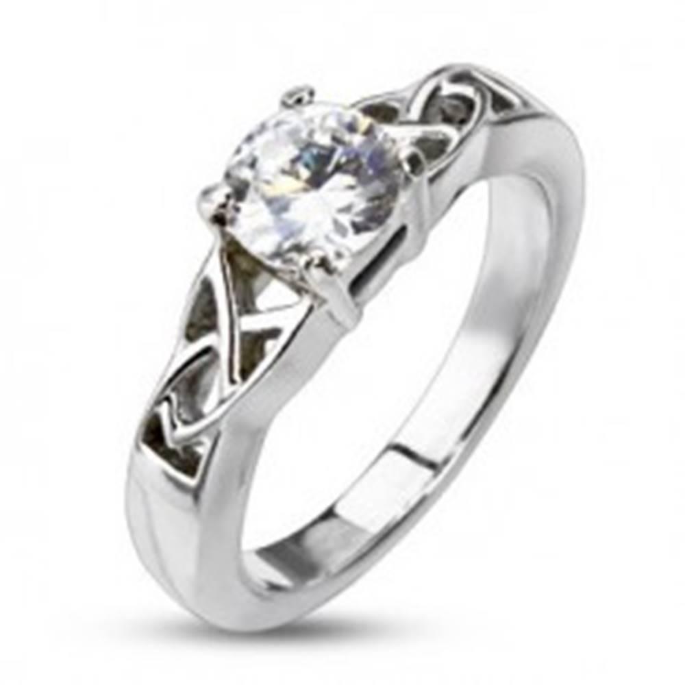 Šperky eshop Oceľový zásnubný prsteň - uzlíky okolo okrúhleho zirkónu - Veľkosť: 48 mm