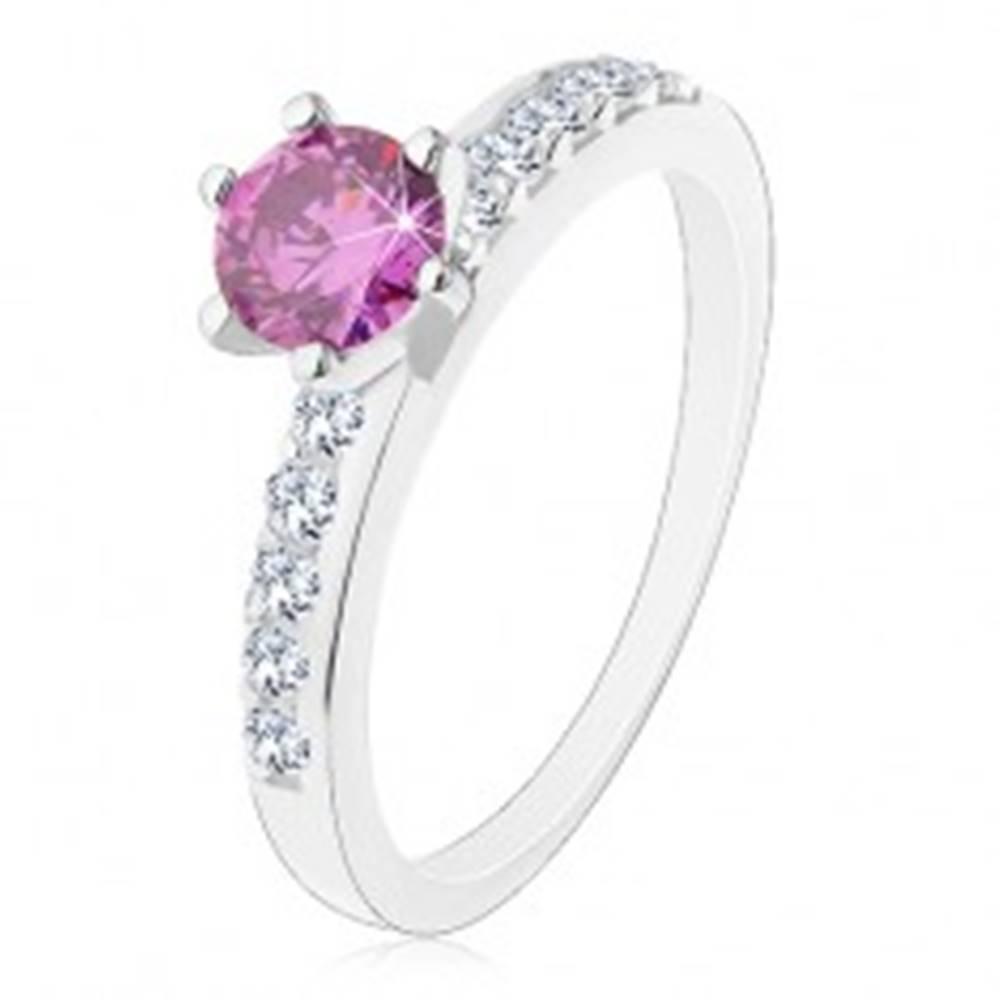 Šperky eshop Prsteň zo striebra 925, fialový brúsený zirkón, číre zirkónové línie - Veľkosť: 49 mm