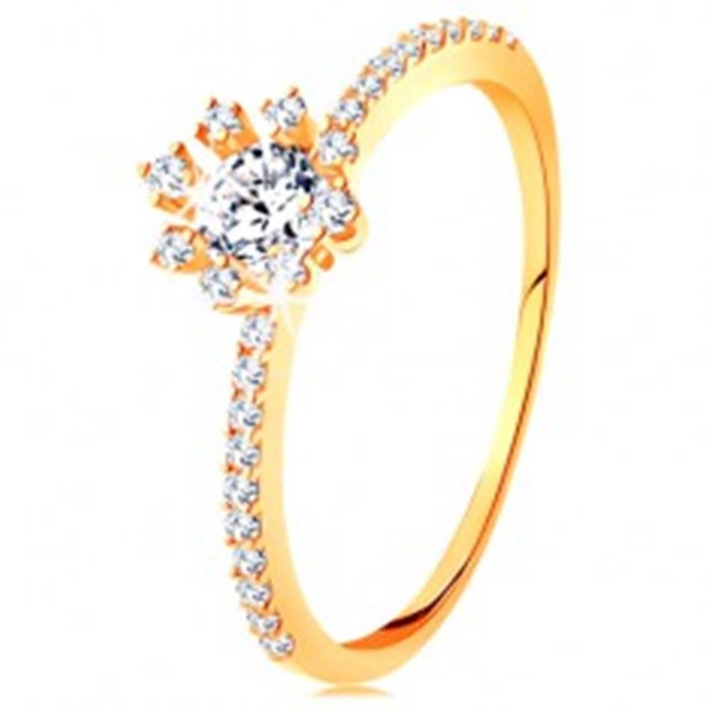 Šperky eshop Prsteň zo žltého 14K zlata - číry ligotavý kvietok, zirkónové ramená - Veľkosť: 49 mm