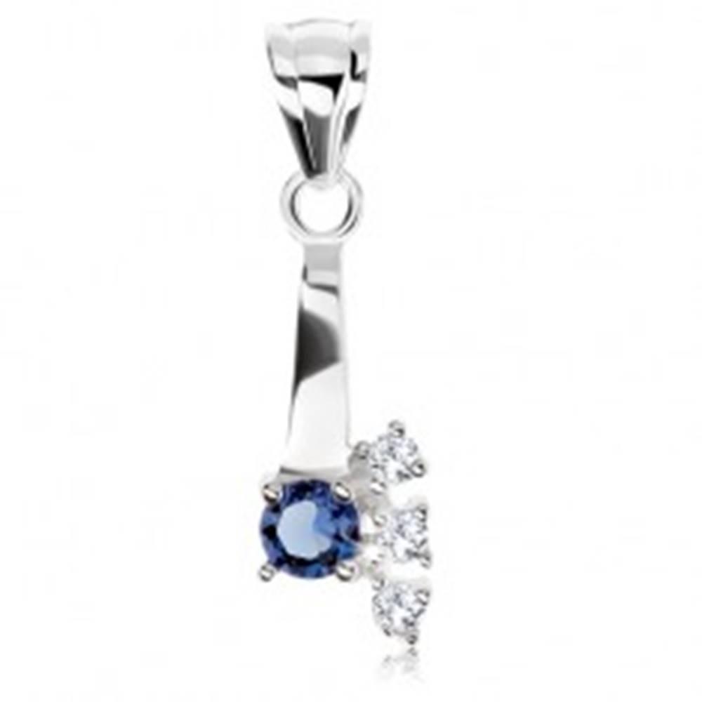 Šperky eshop Strieborný 925 prívesok, modrý okrúhly zirkón, tri číre zirkóniky na boku