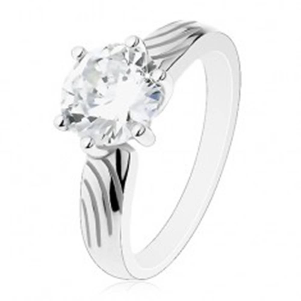 Šperky eshop Strieborný prsteň 925, veľký okrúhly zirkón čírej farby, zárezy na ramenách - Veľkosť: 50 mm