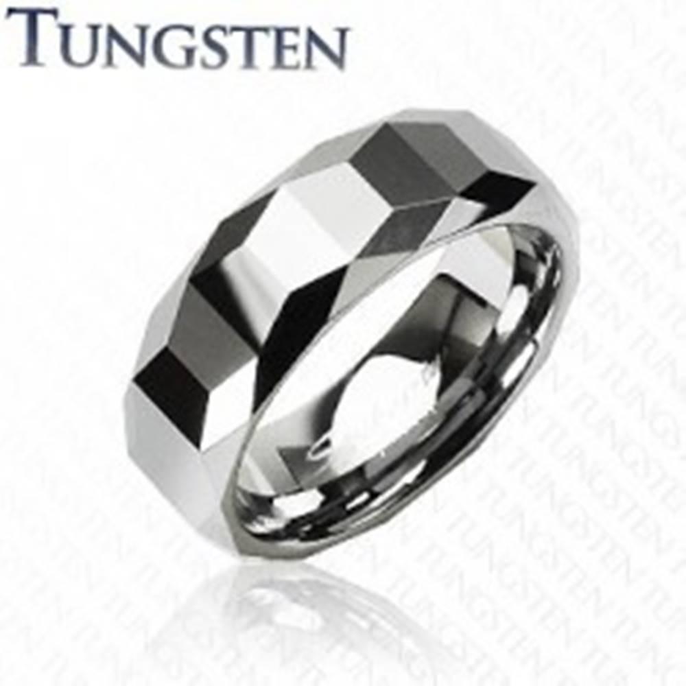 Šperky eshop Wolfrámový prsteň - vysokolesklý s geometrickým vzorom - Veľkosť: 57 mm