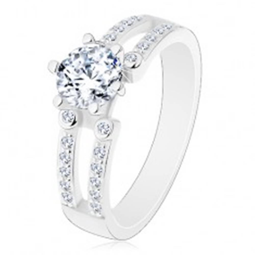 Šperky eshop Zásnubný prsteň, striebro 925, výrezy na trblietavých ramenách, číry zirkón - Veľkosť: 49 mm