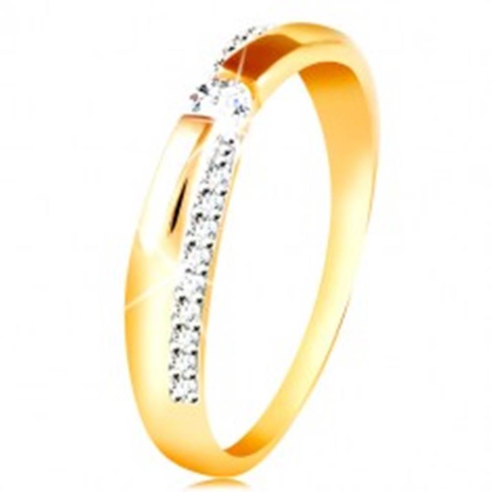 Šperky eshop Zlatý 14K prsteň - trblietavý a hladký pás, okrúhly zirkón čírej farby - Veľkosť: 49 mm