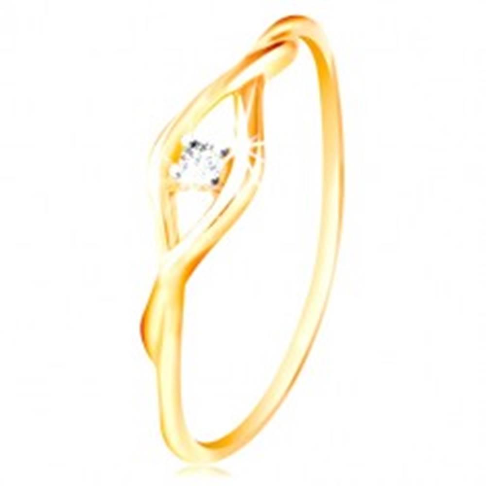 Šperky eshop Zlatý prsteň 585 - číry okrúhly zirkón medzi dvomi tenkými vlnkami - Veľkosť: 49 mm