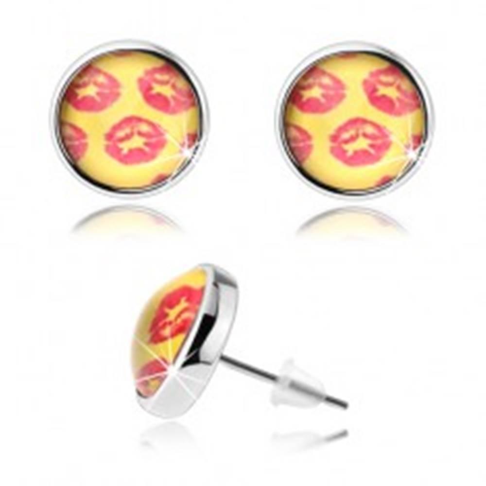 Šperky eshop Cabochon náušnice, vypuklá glazúra, žlté pozadie, červené odtlačky pier