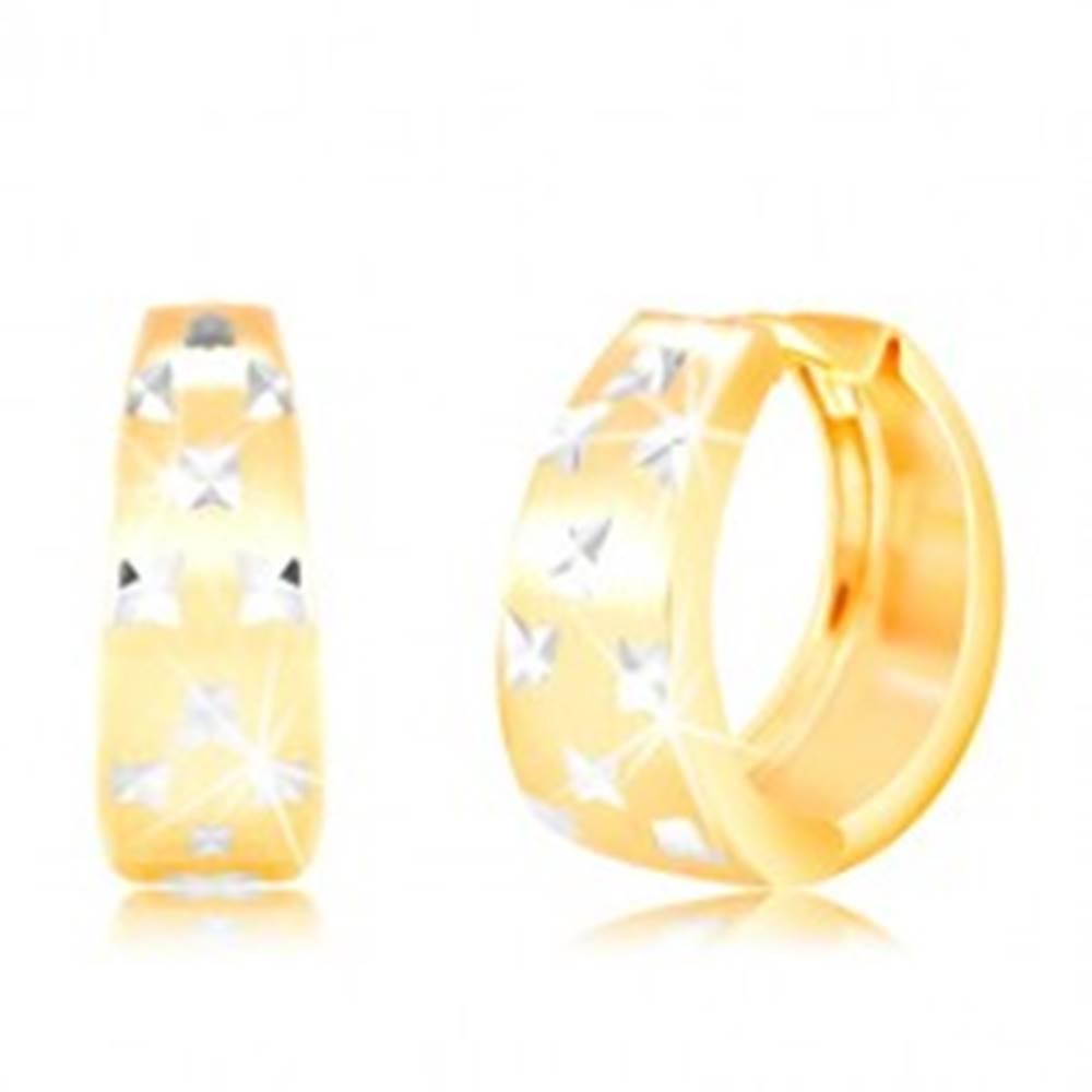 Šperky eshop Náušnice v 14K zlate - matný rozšírený krúžok s drobnými zárezmi