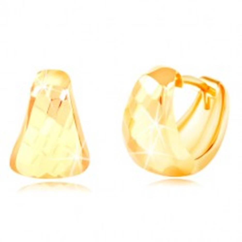 Šperky eshop Náušnice v žltom 14K zlate - zaoblený trojuholník s brúseným povrchom