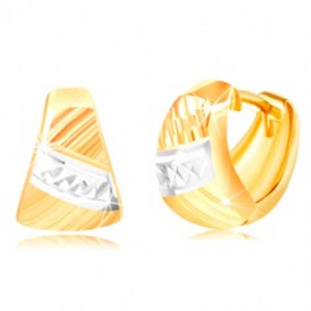 Šperky eshop Náušnice zo zlata 585 - zaoblený trojuholník, šikmé ryhy, pás bieleho zlata