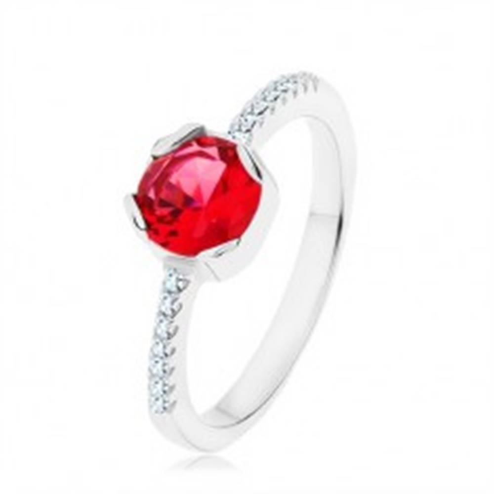 Šperky eshop Strieborný 925 prsteň, okrúhly červený zirkón, úzke ramená, číre zirkóny - Veľkosť: 49 mm