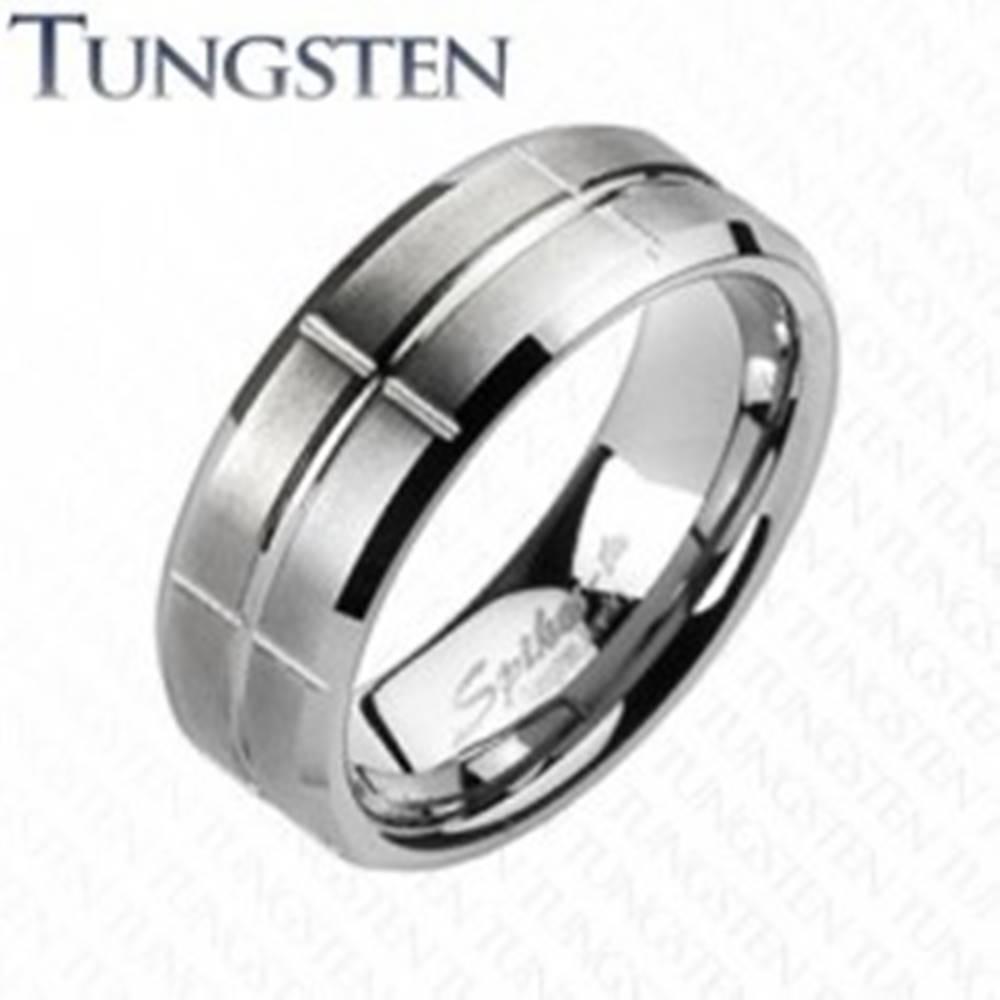 Šperky eshop Wolfrámový prsteň - brúsený, so zárezmi - Veľkosť: 49 mm