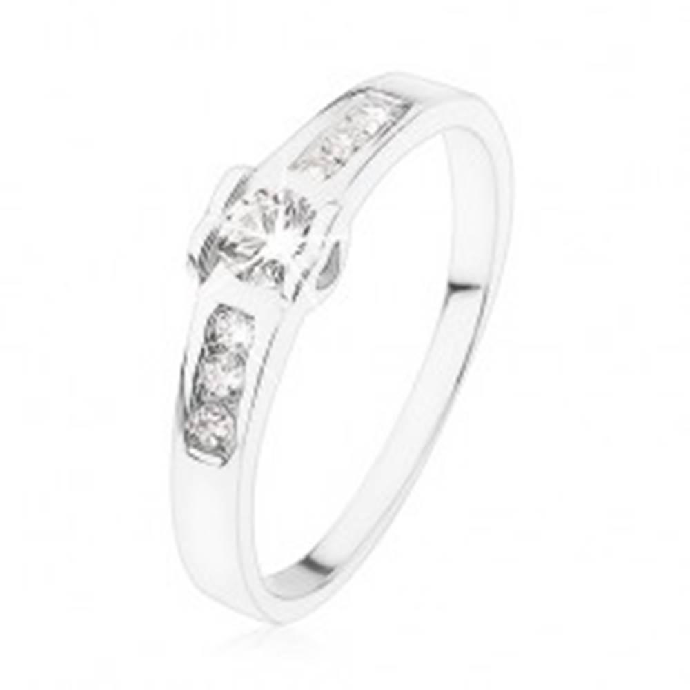 Šperky eshop Zásnubný prsteň zo striebra 925, okrúhly číry zirkón, srdiečka, zirkónová línia - Veľkosť: 49 mm