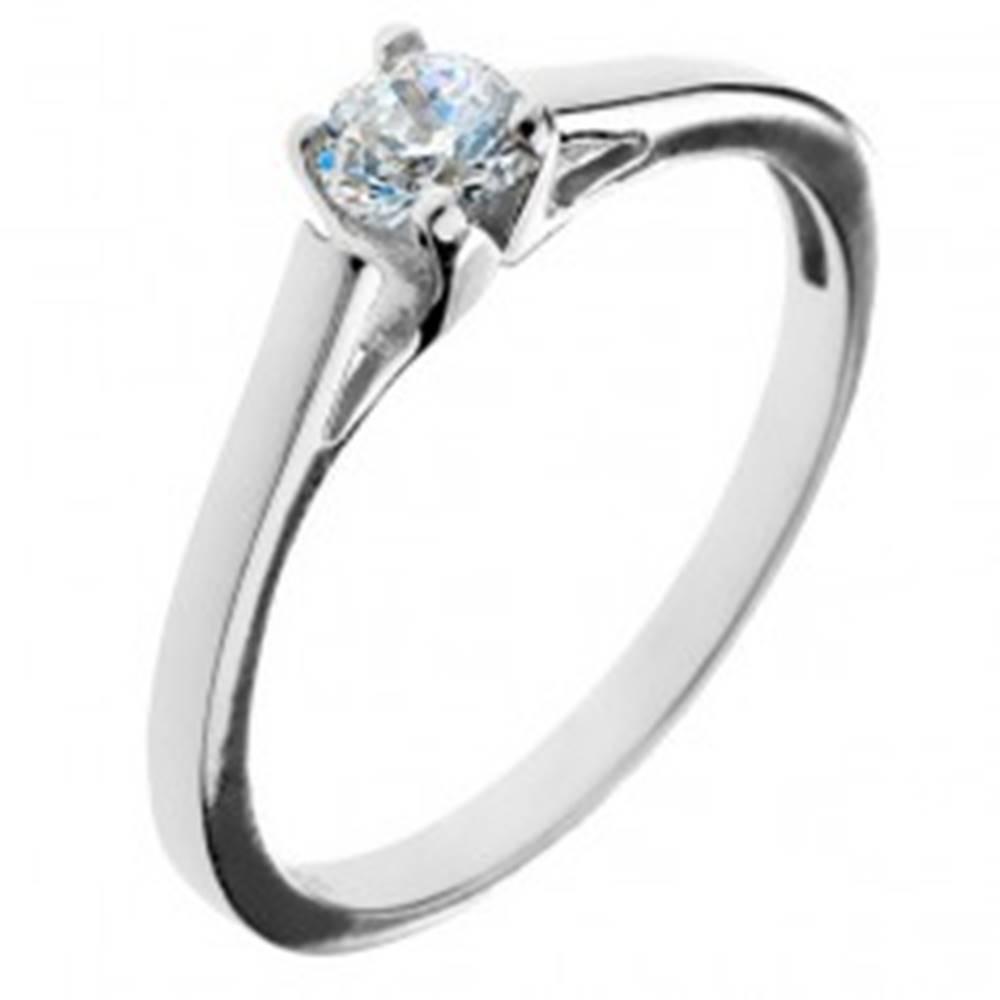 Šperky eshop Zásnubný prsteň zo striebra 925 - okrúhly zirkón v kalichu - Veľkosť: 50 mm