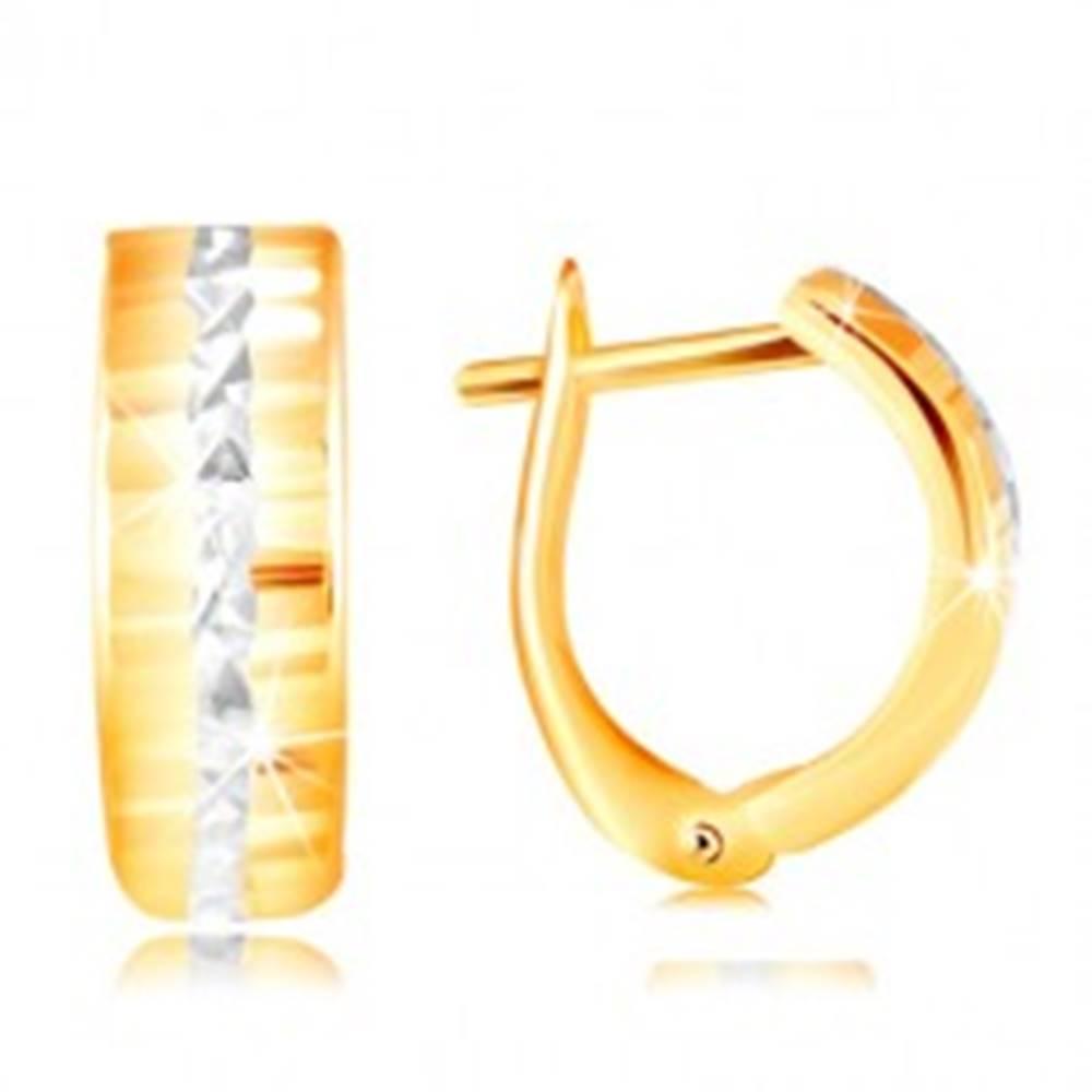 Šperky eshop Zlaté 14K náušnice - ligotavý brúsený povrch, línia z bieleho zlata v strede