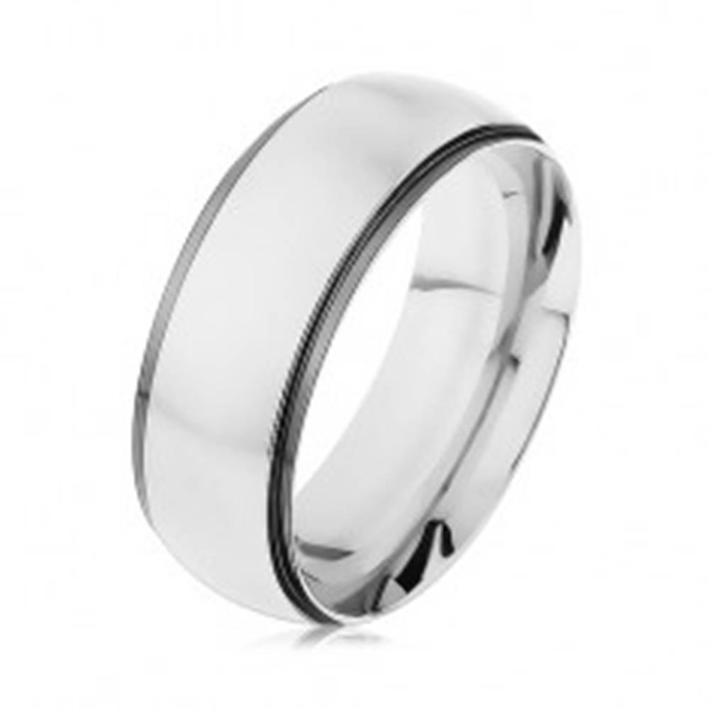 Šperky eshop Obrúčka z ocele 316L, pás striebornej farby, tmavosivý lesklý okraj - Veľkosť: 57 mm