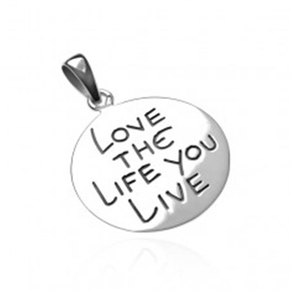 Šperky eshop Prívesok zo striebra 925 - kruh s nápisom LOVE THE LIFE YOU LIVE