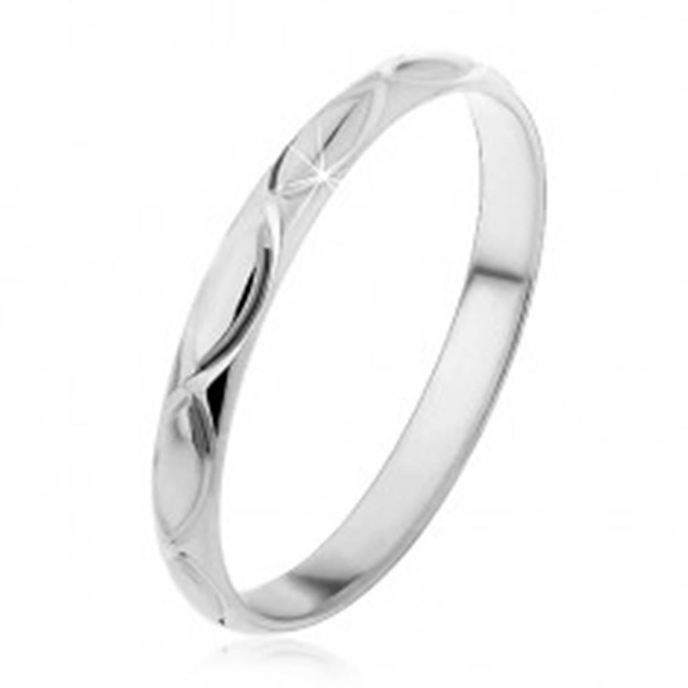 Šperky eshop Strieborný prsteň 925 - gravírované obrysy zrniečka - Veľkosť: 50 mm
