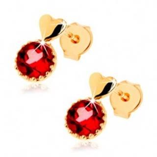 Náušnice zo žltého 14K zlata, malé vypuklé srdce, okrúhly červený granát