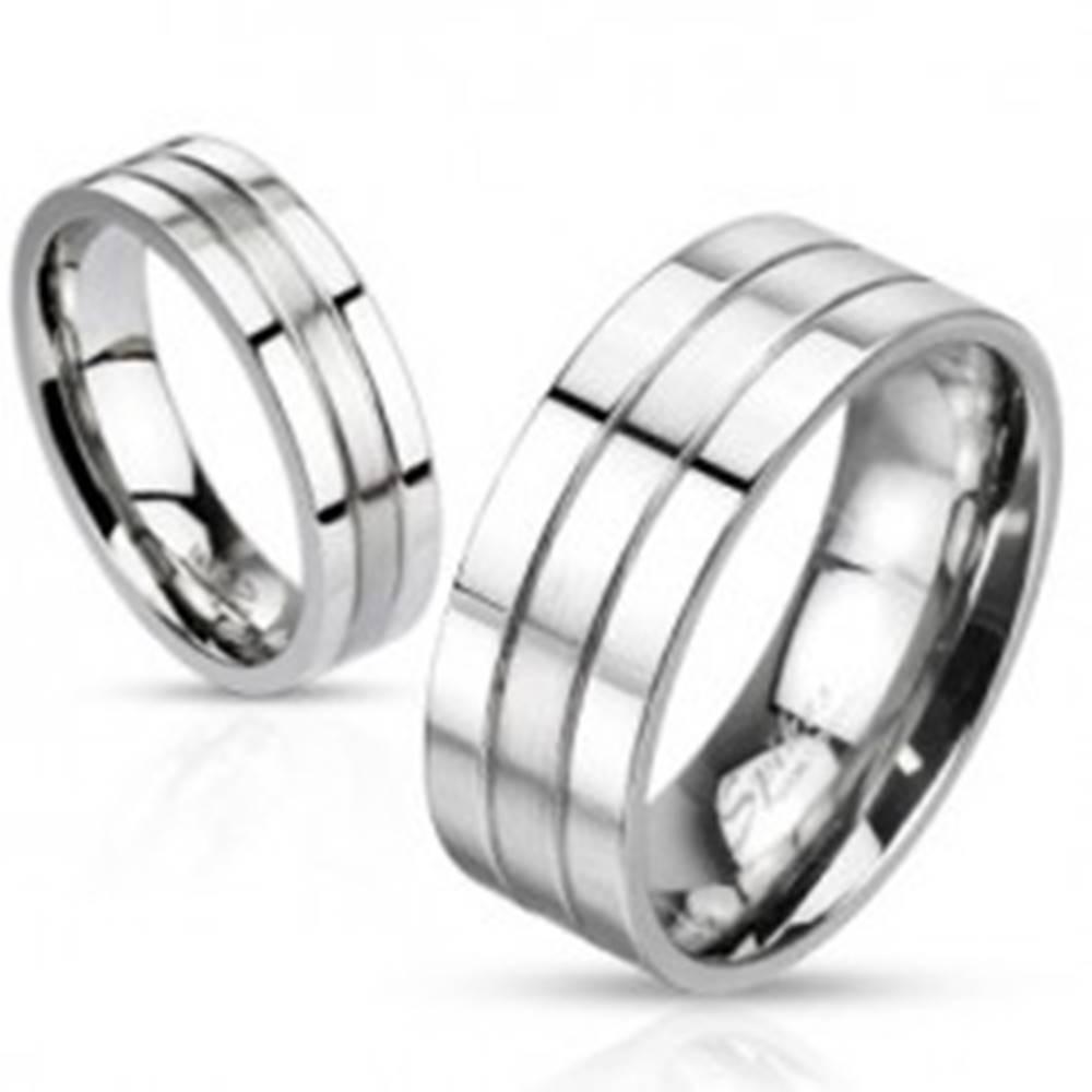 Šperky eshop Oceľový prsteň - strieborná farba, obrúčka s dvoma ryhami, matno-lesklá - Veľkosť: 49 mm