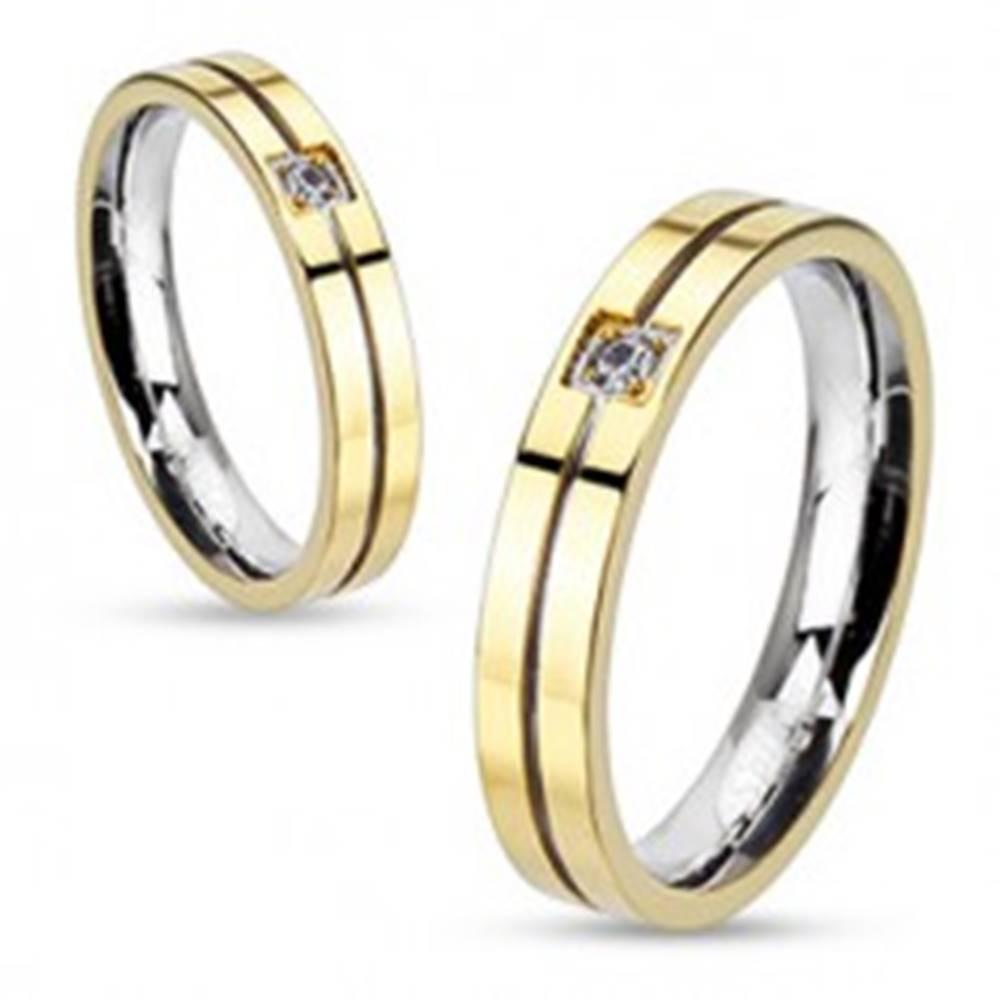 Šperky eshop Prsteň z ocele - zlato-strieborná farebná kombinácia so zirkónom - Veľkosť: 49 mm