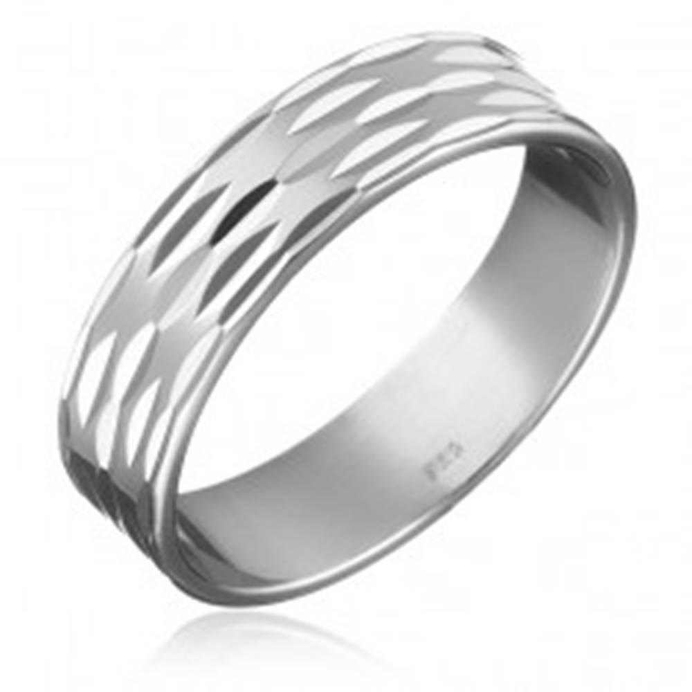 Šperky eshop Prsteň zo striebra 925 - tri rady zrniečok po obvode - Veľkosť: 49 mm