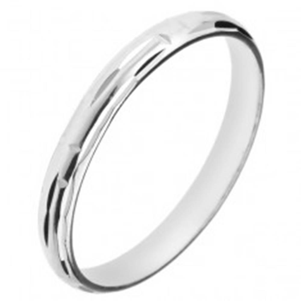 Šperky eshop Prsteň zo striebra 925 - zárezy tvoriace labyrint - Veľkosť: 50 mm