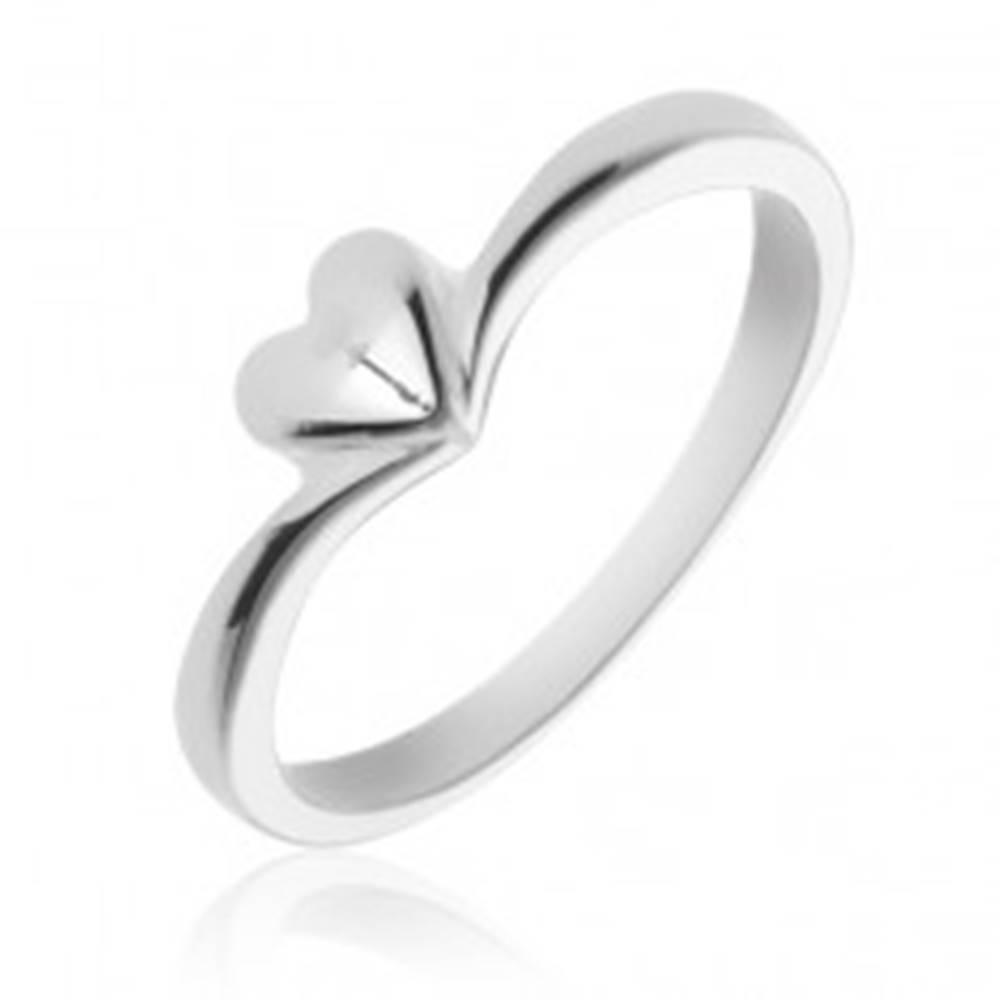Šperky eshop Jednoduchý strieborný prsteň 925 so srdiečkom - Veľkosť: 49 mm