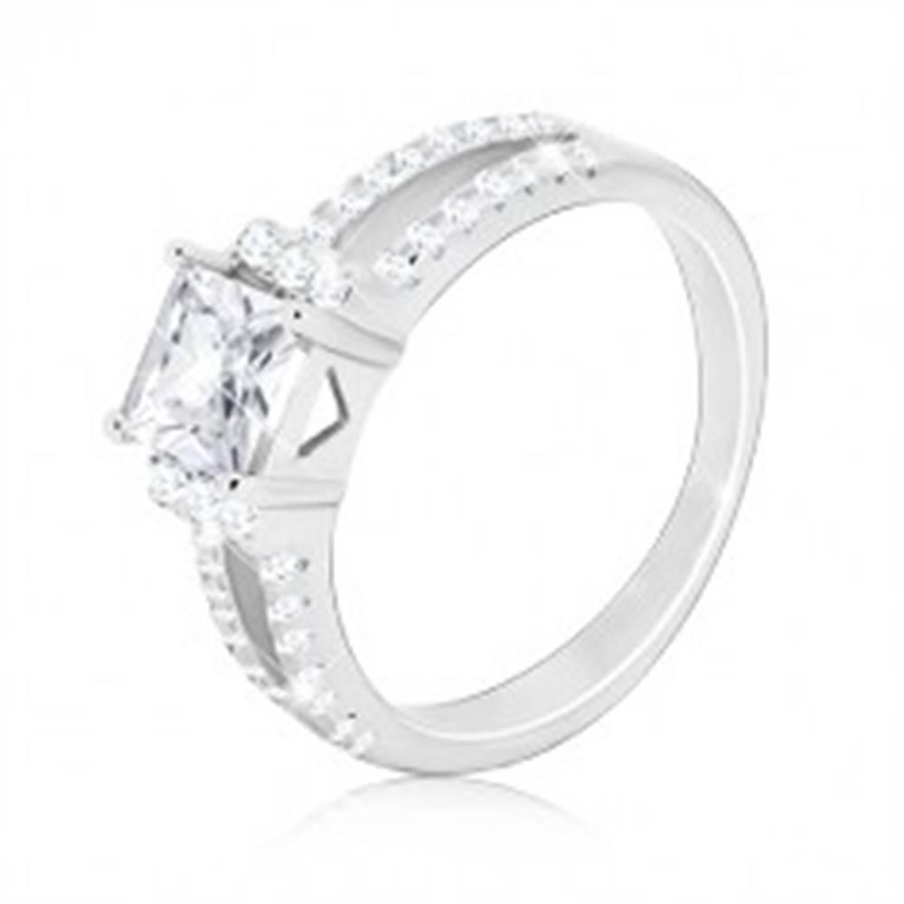 Šperky eshop Strieborný 925 prsteň - trblietavý štvorcový zirkón, rozdvojené zirkónové línie - Veľkosť: 51 mm