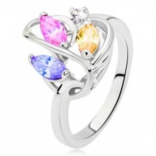 Prsteň striebornej farby, línia srdca, farebné zirkóny, číry kamienok - Veľkosť: 49 mm
