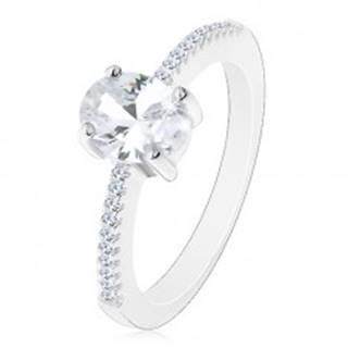 Strieborný prsteň 925, zirkón čírej farby v kotlíku, zirkóniky na ramenách - Veľkosť: 49 mm