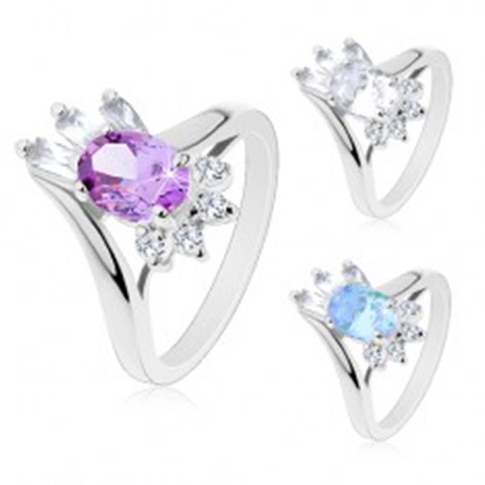 Šperky eshop Lesklý prsteň, brúsený oválny zirkón, obdĺžnikové a okrúhle zirkóniky čírej farby - Veľkosť: 49 mm, Farba: Číra