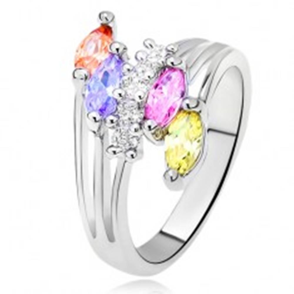 Šperky eshop Lesklý prsteň - farebné zrniečkové kamienky, rozvetvené ramená, číra línia - Veľkosť: 51 mm