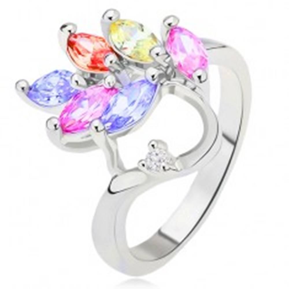 Šperky eshop Lesklý prsteň, farebné zrnkovité zirkóny - list, číry kamienok - Veľkosť: 48 mm