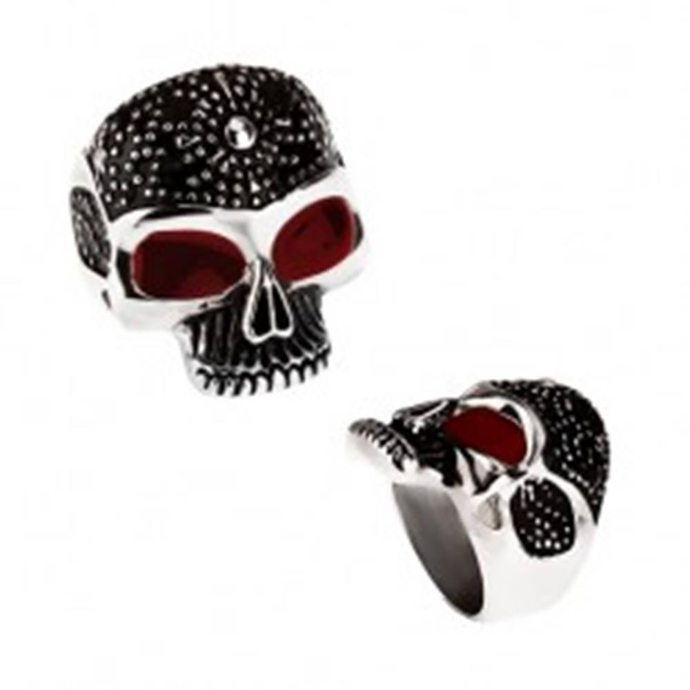 Šperky eshop Masívny prsteň z ocele 316L, patinovaná lebka, bodky, červené glazúrované oči - Veľkosť: 59 mm