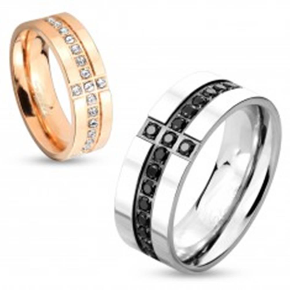 Šperky eshop Obrúčka z chirurgickej ocele striebornej farby, ozdobné línie z čiernych zirkónov, 8 mm - Veľkosť: 59 mm