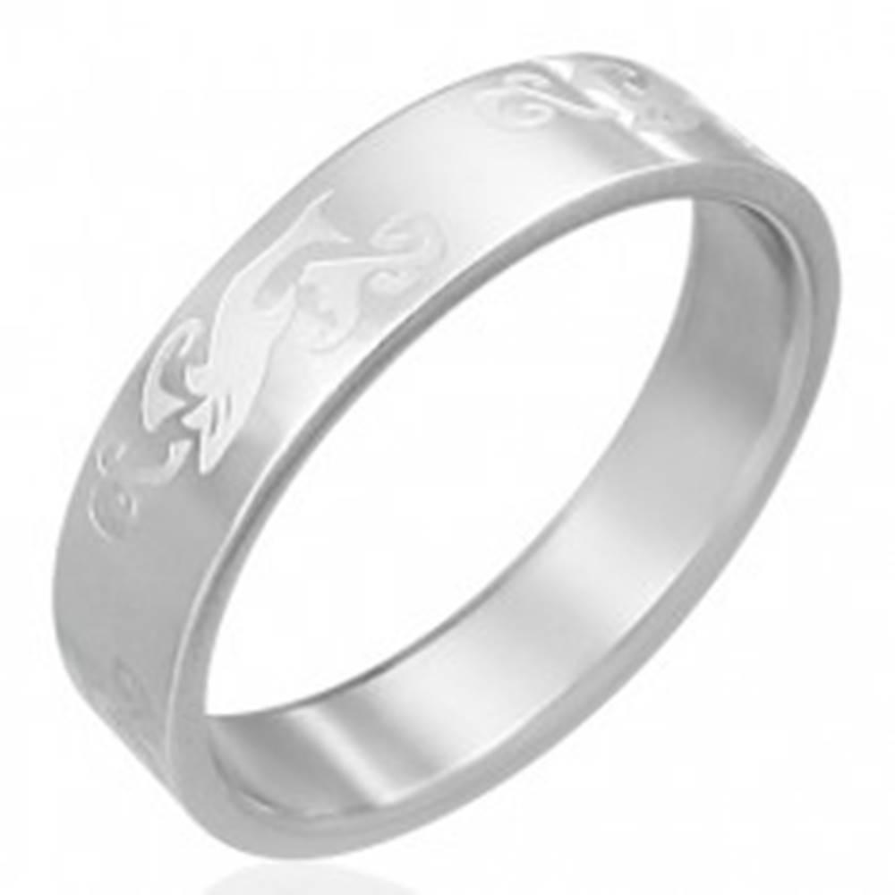 Šperky eshop Obrúčka z ocele - gravírovaný žralok vo vlnách - Veľkosť: 54 mm
