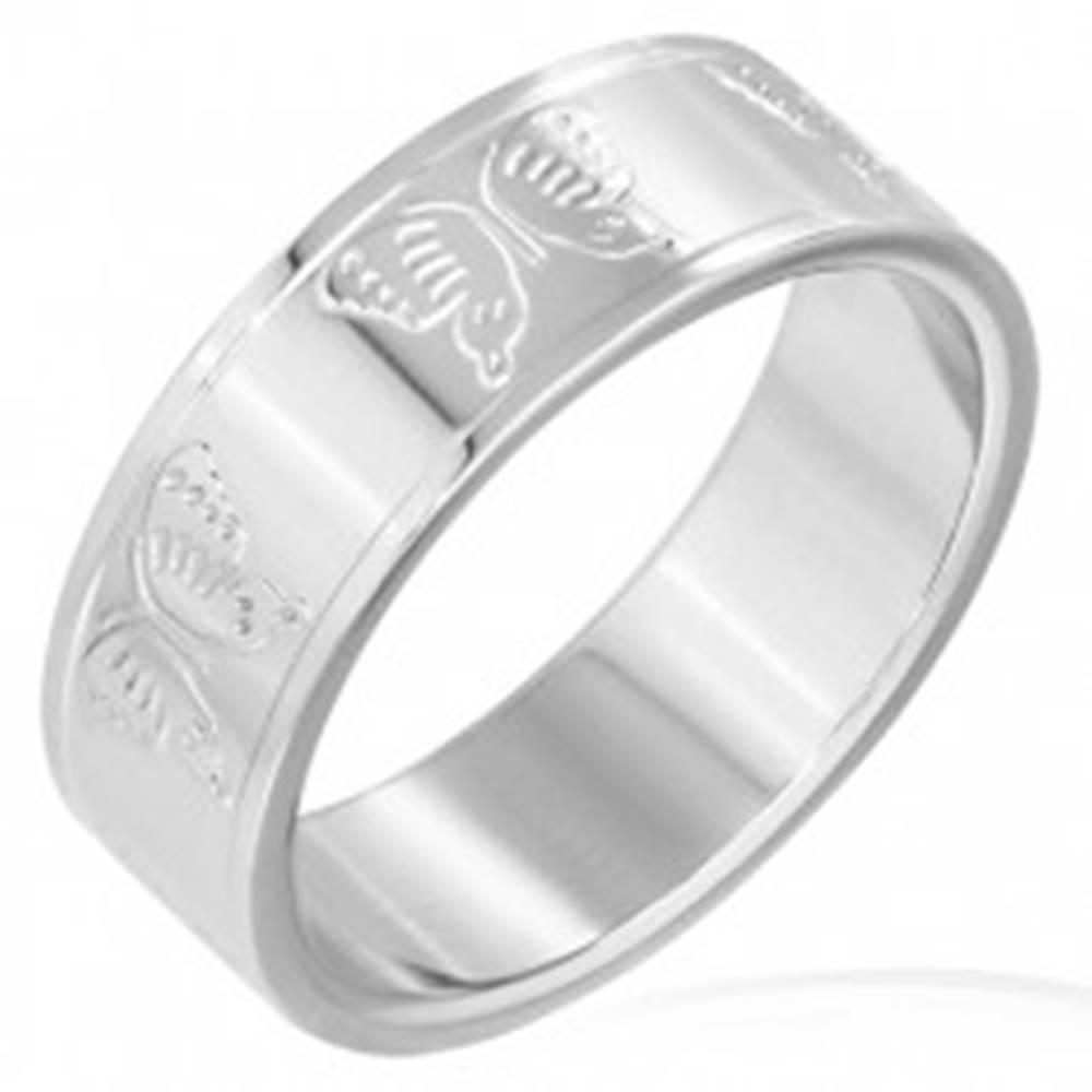 Šperky eshop Obrúčka z ocele s reliéfmi motýľov po obvode - Veľkosť: 56 mm