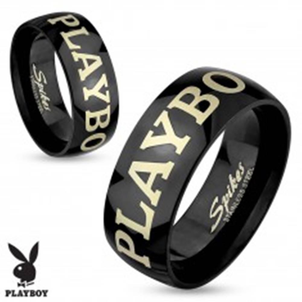 Šperky eshop Oceľový prsteň čiernej farby, nápis PLAYBOY v striebornom odtieni, 6 mm - Veľkosť: 49 mm