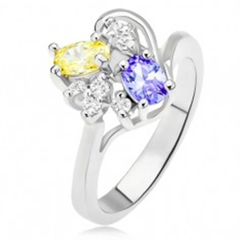 Šperky eshop Prsteň s fialovým a žltým oválnym kamienkom, číre zirkóny - Veľkosť: 54 mm