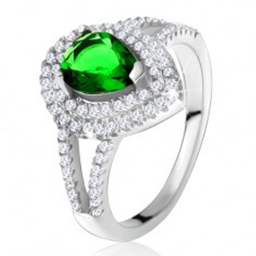 Šperky eshop Prsteň so zeleným slzičkovým kameňom, dvojitý číry lem, striebro 925 - Veľkosť: 49 mm