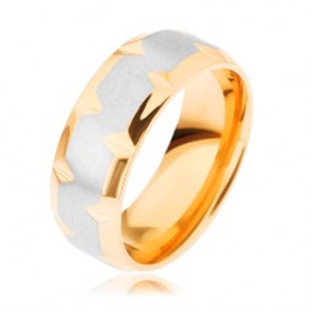 Šperky eshop Prsteň z chirurgickej ocele, dvojfarebný - zlatý a strieborný odtieň, zárezy - Veľkosť: 59 mm