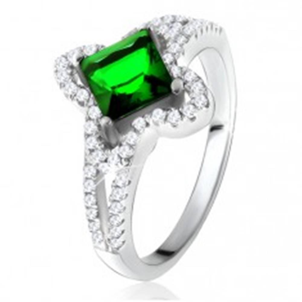 Šperky eshop Prsteň zo striebra 925, šikmo uchytený zelený štvorcový zirkón - Veľkosť: 50 mm