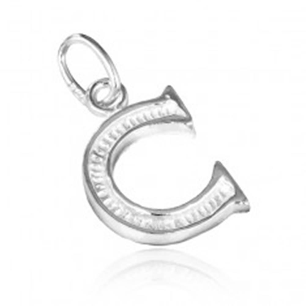 Šperky eshop Strieborný prívesok 925 - písmeno C s vrúbkovaním